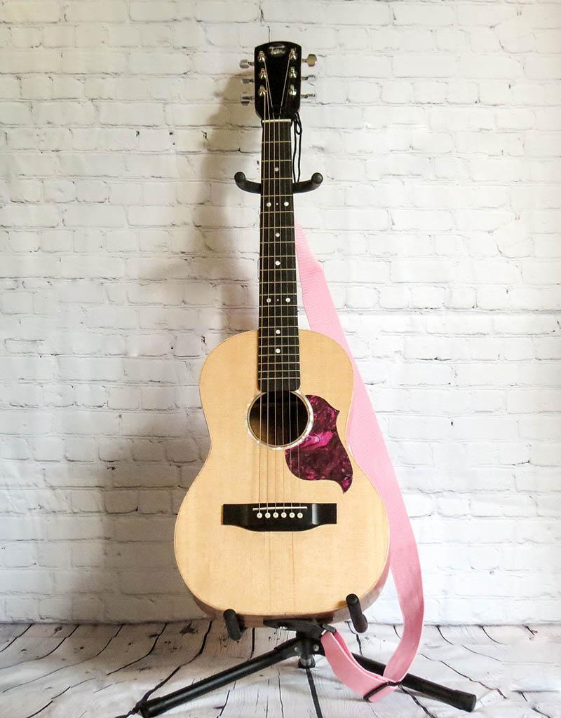 Toir-guitars-pink-strap